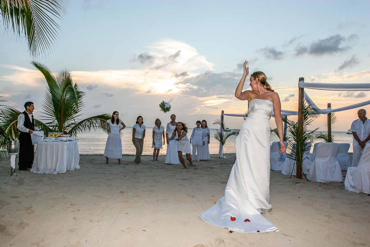 Wedding sharing photo service. Getting married and sharing emotion